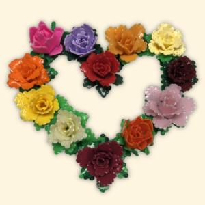 Hantverk idéer för heminredning: Blomsterkrans gjord av rörpärlor.